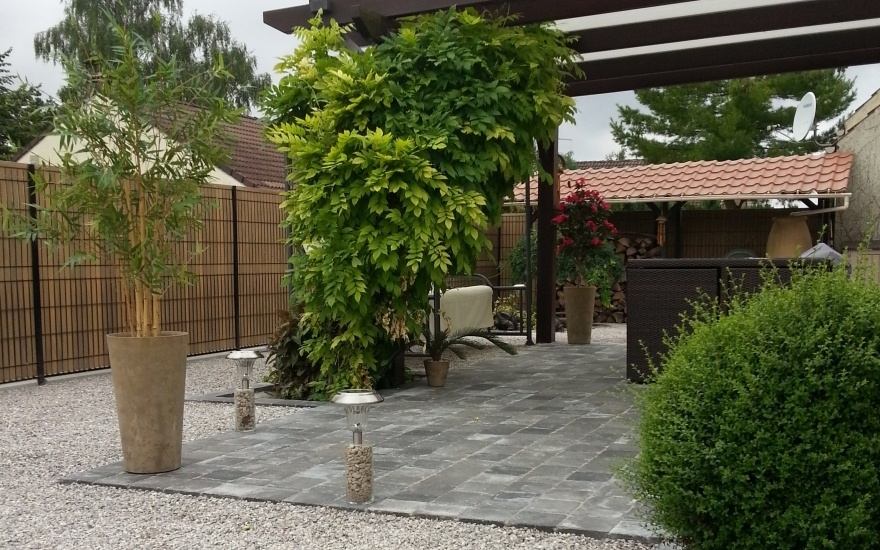 Terrasse en dallage en nord for Amenagement jardin nord