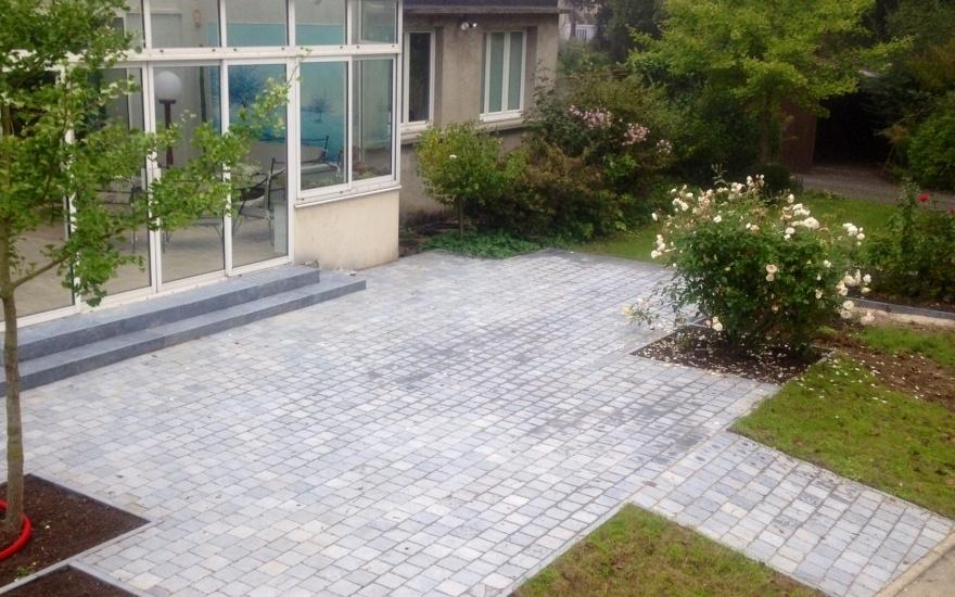 Terrasse en dallage entreprise camus en somme par daniel moquet signe vos all es en belgique for Terras boibe