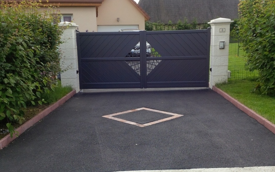 All e de garage en enrob chaud entreprise heurtault for Carrelage pour allee carrossable