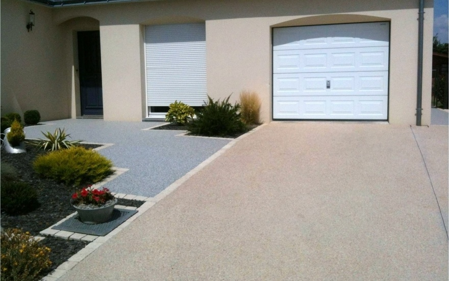 Descente de garage en b ton d sactiv en mayenne for Amenagement exterieur allee garage